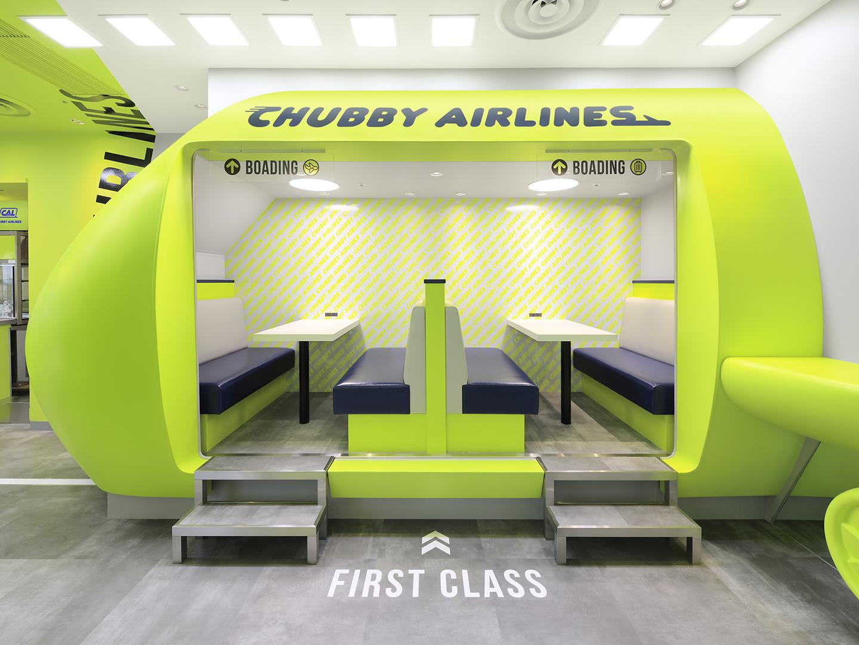 飛行機型の半個室席